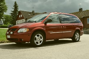 Dodge Grand Caravan Sport 2001 frontparti + sidoparti CC0 licens